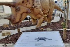 Placa tátil da rota dos Dinossauros Lourinhã