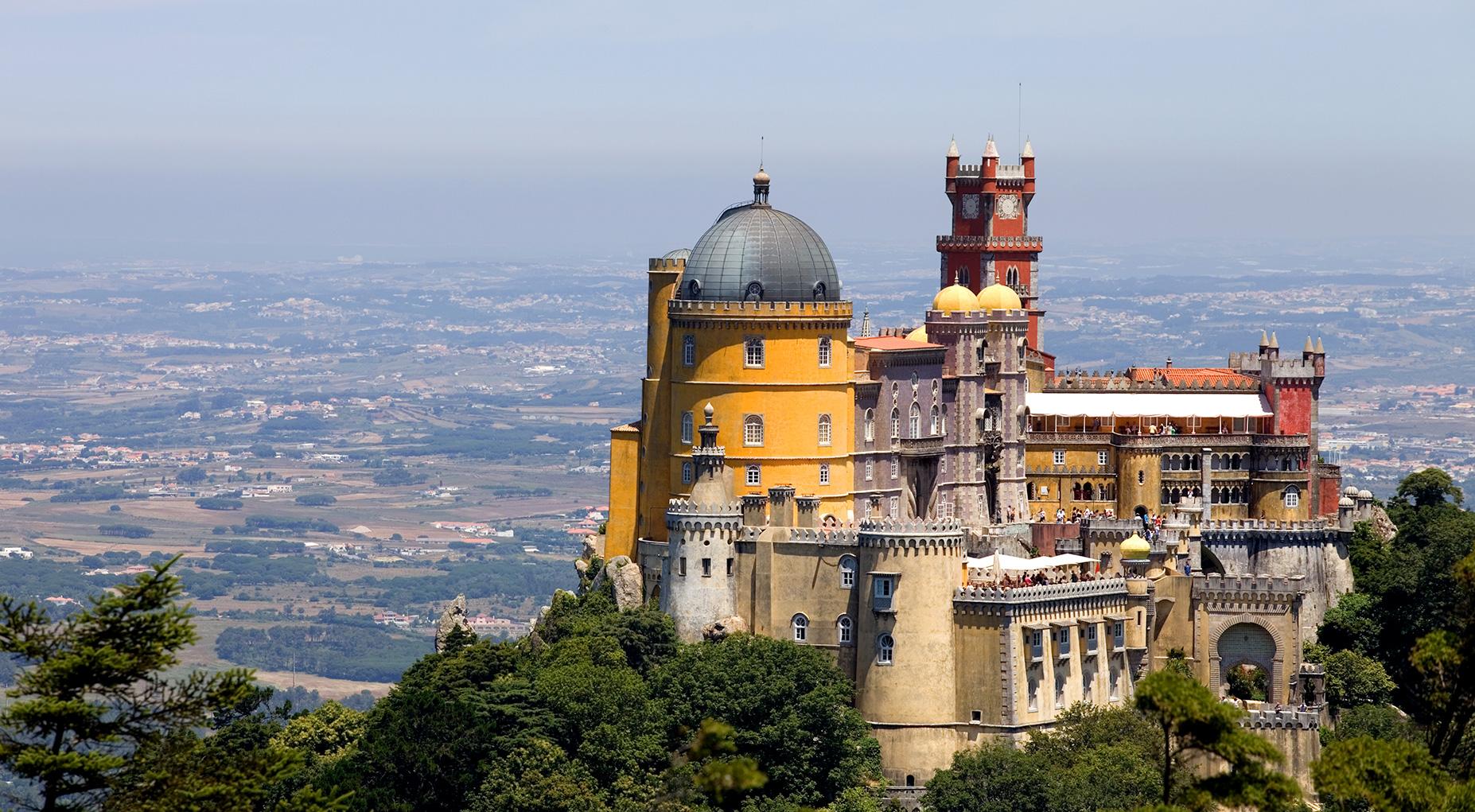 Vista panorâmica da Serra de SIntra e do Palácio da Pena
